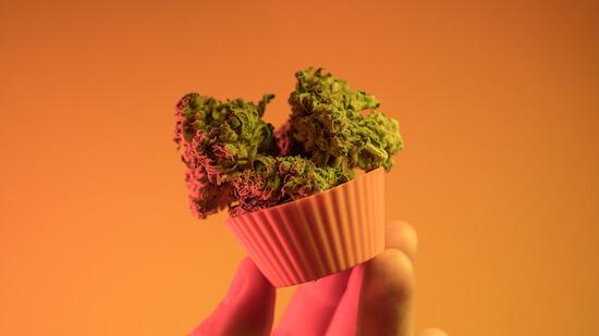 cannabis cupcake